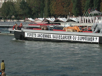 Greenpeace protects inflatable animals!